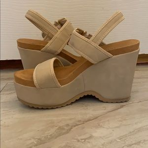 Shoes - 👡Cool Tan Wedges 👡